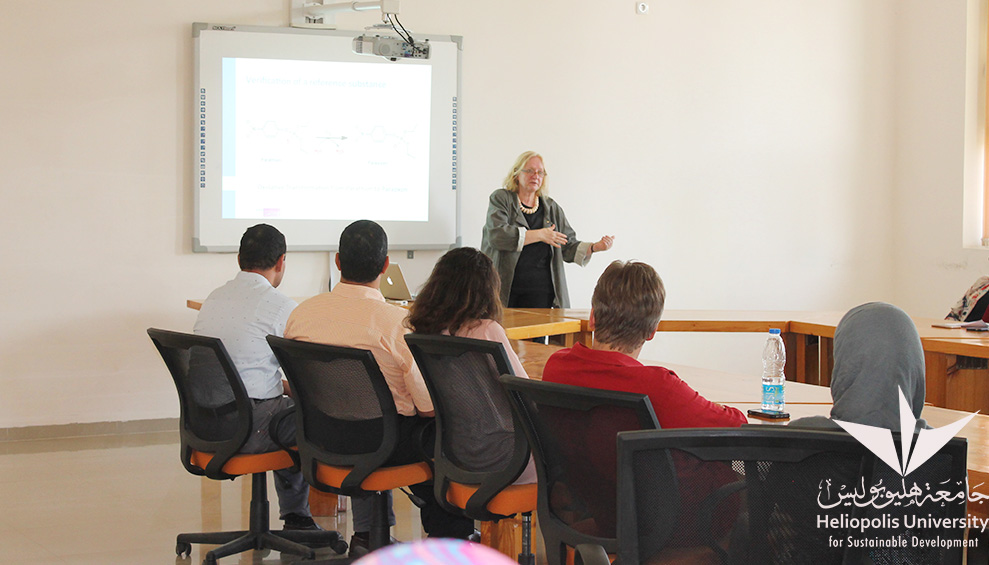 Faculty of Pharmacy hosts the Quality Expert Dr. Christel L. Weins