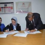 لحظة توقيع بروتوكول التعاون بين عميد الكلية (أ.د. جودة كامل) و مؤسس المبادرة د/ مروة صبحي جوانب من الندوة